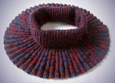 Ravelry: Ambitus neckwarmer pattern by Lankakomero Crochet Scarves, Knit Crochet, Knit Cowl, Neck Warmer, Handicraft, Ravelry, Tatting, Knitted Hats, Knitting Patterns
