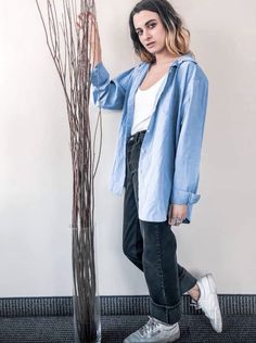 Eco-fashion is a smart idea! Les dames vintage is a modern thrift store that provides vintage-style clothing and accessories for women of all sizes. Vintage Style Outfits, Vintage Fashion, Thrifting, Duster Coat, Button Down Shirt, Fashion Outfits, Photo And Video, Business, Jackets