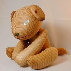 屋久島の杉で作りました。子犬くらいの大きさです。高さ20cm、幅15cm、奥行き26cm(しっぽの先まで)手足は多少動きます。杉に植物性オイル塗装(目はアクリ...|ハンドメイド、手作り、手仕事品の通販・販売・購入ならCreema。
