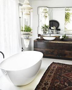 Ever wondered how your favorite It girls design their bathrooms? We peek inside the stylish quarters of Lauren Conrad, Noami Watts, and more to find out.