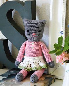 Fat den lille hæklenål, og arbejd dig opad med fastmasker, til du har fremtryllet katten, alle vil holde af.