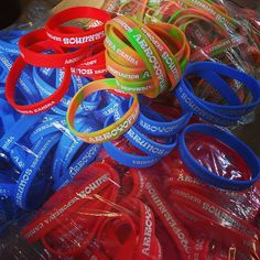 Pulseras personalizadas para fiestas, eventos, bodas... #PulserasPersonalizadas #Chapea http://blog.chapea.com/pulseras-personalizadas-color-bodas-eventos-fiestas/