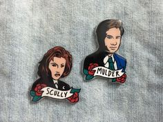 Mulder and Scully X Files Pins, Fox and Dana Buttons, 90s TV Show Character pin by Ectogasm on Etsy https://www.etsy.com/ca/listing/269286635/mulder-and-scully-x-files-pins-fox-and