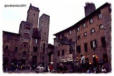 Piazza della Cisterna, San Gimignano (2011) Louvre, Italy, Building, Travel, Saints, Italia, Viajes, Buildings, Trips