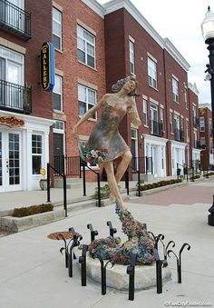 Photo of the sculpture outside the Soori Gallery in Carmel, Indiana