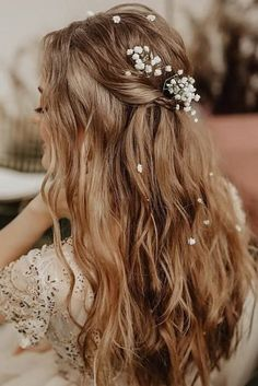 Hairstyles Videos 36 Rustic Wedding Hairstyles rustic wedding hairstyles textured beach wavy half up half down with baby breath nadi_lanova Best Picture Wedding Hair Down, Wedding Hair And Makeup, Wedding Hair Accessories, Bridal Hair, Gown Wedding, Lace Wedding, Wedding Cakes, Wedding Rings, Wedding Dresses
