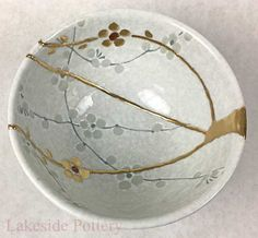 Buy Kintsugi / Kintsukuroi pottery gift for sale at our online gallery Pottery Gifts, Handmade Pottery, Kintsugi, Japanese Ceramics, Japanese Pottery, Ceramic Clay, Ceramic Pottery, Forma Circular, Traditional Japanese Art