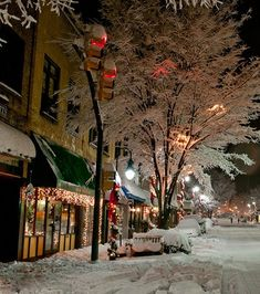"My favorite ""little"" town...downtown Waynesville, NC after a gorgeous snow storm! Pic by photographer Ed Kelley! #Waynesville #snow"