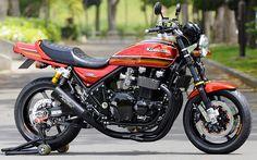 Custom Kawasaki Zephyr by the Japanese workshop AC Sanctuary. Motos Kawasaki, Kawasaki Cafe Racer, Kawasaki Motorcycles, Triumph Motorcycles, Vintage Motorcycles, Custom Motorcycles, Custom Bikes, Kawasaki Ninja, Retro Bikes