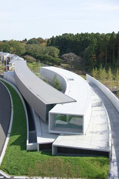 Espaces & Architecture Hoki Museum - 2010 - Midori-ku, City of Chiba, Japan Futuristic Architecture, Amazing Architecture, Contemporary Architecture, Landscape Architecture, Interior Architecture, Interior Design, Contemporary Building, Minimalist Architecture, Luxury Interior