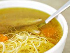 Król i baza dla innych zup. Rozgrzewający, sycący, dobry na przeziębienia i smutki - oto rosół 'od podszewki'.