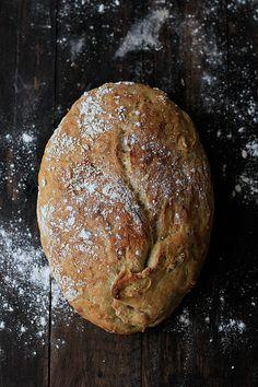 ¿Habéis hecho pan?.. ¿habéis sentido la harina y el agua pegándose con rabia a vuestras manos? ¿habéis amasado, trabajado con la masa ha...