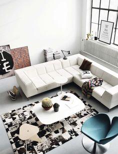 Nem túl rossz ötlet a nappaliba: Ha esetleg nem a falhol állítjuk a kanapét közvetlenül, mögötte el tudunk helyezni néhány polcot... Ki kell próbálni majd, lehet, hogy jobb az összehatás. :)