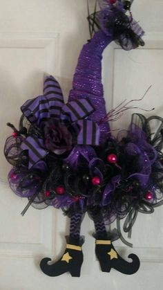 Witches Hat Wreath, Halloween Wreath, Witches Hat Decor – Haircut Trends For Men and Womens – TrendPin Halloween Mesh Wreaths, Halloween Hats, Halloween Door Decorations, Halloween Projects, Halloween Stuff, Fall Wreaths, Holidays Halloween, Vintage Halloween, Halloween Makeup