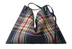 Céline sac ecossais tartan http://www.vogue.fr/mode/shopping/diaporama/shopping-ecossais-tartan-day/14688/image/808957