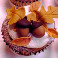 You Wont Believe How Easy These Fall Leaves Cupcakes Were To - Cupcakes for thanksgiving decorating ideas