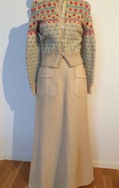 Kjol i ull från Katja of Sweden och handstickad ullkofta från Bohuslän.