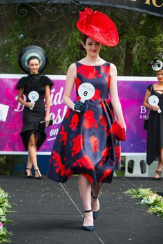 Navy & red - a classic colour combo with a wonderful eye catching hat Races Style, Race Wear, Races Fashion, Colour Combo, Ladies Day, My Favorite Color, Couture Fashion, Fascinator, Derby