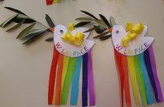 La maestra Linda : Lavoretto per le palme Handmade Crafts, Diy And Crafts, Arts And Crafts, Peace Crafts, Remembrance Day Activities, Class Decoration, Easter Crafts For Kids, Christmas Art, Holidays And Events