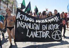Soyunan protestocular gözaltına alındı - Çınar Haber Ajansı