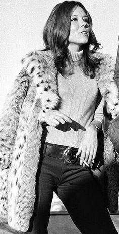 Emma Peel, Beautiful Celebrities, Beautiful Women, Diana Riggs, The Original Avengers, Dame Diana Rigg, 1969 Fashion, Smoking Ladies, Bond Girls