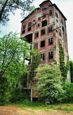 Abandoned and Derelict Architecture