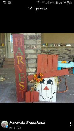 Can do one with christmas too Pallet Crafts, Pallet Art, Wood Crafts, Fall Pallet Signs, Pallet Beds, Fall Signs, Diy Pallet, Autumn Crafts, Thanksgiving Crafts