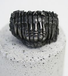 Rara Avis: Joy Bonfield - Scuptural jewelry - Oxidized silver ring