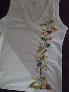 Essa blusa também foi inspirada no blog da Graça  feita por uma aluna dela.     Comecei fazendo toalhas, mas gostei mais de fazer blusas e...