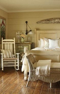 charming cottage bedroom - furnishings by vintage cargo - Home Decorating Magazines Cottage Style Bedrooms, Farmhouse Bedroom Decor, Shabby Chic Bedrooms, Cottage Living, Cozy Cottage, Cottage Farmhouse, Modern Farmhouse, Farmhouse Style, Country Cottage Bedroom