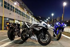 UpClose with the Yamaha YZFRM Asphalt Rubber