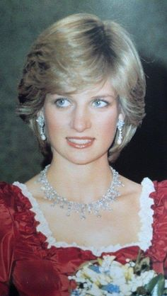 Royalty ©: Diana, (Peoples') Princess of Wales. Princess Diana Wedding, Princess Diana Fashion, Princess Diana Pictures, Royal Princess, Princess Of Wales, Princess Diana Hair, Charles X, Prinz Charles, Diana Williams