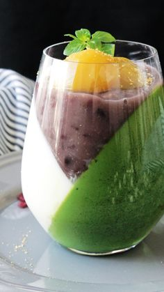 Recipe with video instructions: What's not to love about layers upon layers of sweet adzuki bean and matcha cream? Ingredients: ½ cup + 2 Tbsp milk, 2 Tbsp sugar, ⅓ cup + 1 ½ Tbsp heavy cream, 1 ½ tsp powdered gelatin (sprinkle over 1 Tbsp water to bloom), 1 Tbsp matcha, 2 ½ oz sweetened adzuki beans, boiled, 2 candied chestnuts, Mint leaves, Edible gold leaf