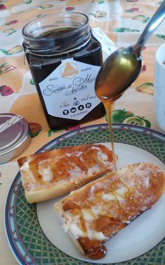 Buenos días y buena semana! Nosotras hoy elegimos salud, por eso desayunamos con esta rica miel de castaño de #LasHurdes. Encuéntrala en #PlazaMayor 10 de #Plasencia o www.plasenciasabores.com #miel #salud #regalos #ideas #plasenciasabores #gourmet #extremadura #madridfusion