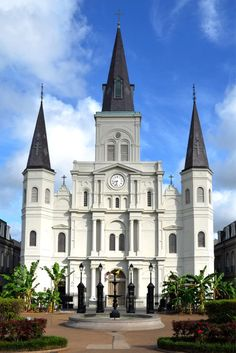 haunted places in New Orleans, things to do in New Orleans, Spooky things to do in New Orleans, ghost tours in the French Quarter, things to do in the french quarter New Orleans, French Quarter history, tours in New Orleans, cemeteries in New Orleans, Voodoo history in New Orleans, Marie Laveau's House of Voodoo, Voodoo Queen of New Orleans, things to do in NOLA, wanderingcrystal, haunted places to visit in New Orleans, vampires in New Orleans, St Louis Cemetery #NewOrleans #DarkTravel #USA New Orleans Hotels, Visit New Orleans, New Orleans Travel, New Orleans Louisiana, New Orleans With Kids, Weekend In New Orleans, Solo Travel, Travel Usa, City Break Holidays