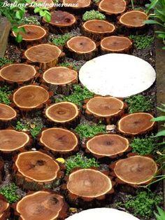 Gartenpfad aus baumscheiben baumscheiben deko - Rindenmulch als gartenweg ...