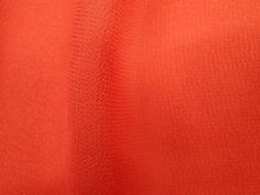 Crepe Light (Gamboa). Tecido leve e extremamente fluido, com transparência e suave textura. Aposte em modelagens amplas e fluidas. Sugestão para confeccionar: camisaria, blusas, batas, saias, vestidos longos, entre outros.