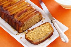 Banana caramel cake - tasted SO good! Except we didn't store it in the fridge and the banana topping went mouldy after 4 days Best Dessert Recipes, Fun Desserts, Cake Recipes, Dog Recipes, Copycat Recipes, Gourmet Recipes, Food Cakes, Mini Cakes, Deserts