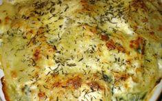 Au préalable, faire cuire les pommes de terre à l'eau puis lorsqu'elles sont tièdes, les peler et les couper en rondelles. Mettre de côté.