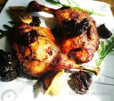 Delikatne, miękkie udka kacze w rozmarynie ze śliwkami suszonymi. Podstawą jest marynata, która nadaje temu daniu wyjątkowy charakter. Spora ilość rozmarynu, miód, papryka doskonale się komponuje ze śliwką. Podlewane w trakcie pieczenia udka, zachowują soczystość i zyskują pyszną chrupiącą glazurę na skórce. Tandoori Chicken, Poultry, Ethnic Recipes, Products, Backyard Chickens, Gadget