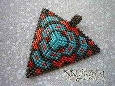 'Mano' gyöngyékszer tervező kézműves ékszerei: Újabb Vezsuzsi háromszög :)