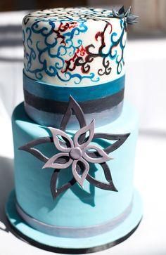 Với những đám cưới mang phong cách cá tính, một chiếc bánh độc đáo sẽ là lựa chọn thích hợp.