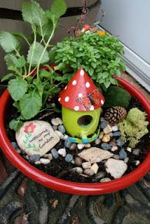 What a cute idea for an indoor decoration!! Pink and Green Mama: Fairy Garden Bowls