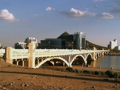 Mill Avenue bridge over Tempe Town Lake