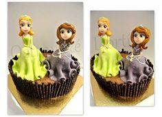 Jak vytvořit figurky na dort? Návod na postup modelování figurek naleznete v článku.