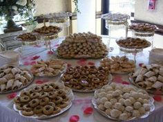 Wedding cookie tables should be grouped by cookies so all the buckeyes taste like buckeyes and all the apricot kiffli cookies taste like apricot. Cookie Table Wedding, Italian Wedding Cookies, Italian Cookies, Cookie Buffet, Cookie Bars, Dessert Bars, Dessert Table, Appetizer Buffet, Cookie Display