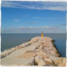 #faro #giallo alla  #barafonda #barafondabeach #rimini #romagna #sea #beach #mare #spiaggia #myrimini #raccontarimini #ig_rimini_  #emiliaromagna_super_pics #igfriends_emiliaromagna_ #igersemiliaromagna #igersrimini #volgoeniliaromagna #vivorimini #vivoemiliaromagna #volgorimini  #comunerimini  #volgoitalia #ig_emilia_romagna #ig_emiliaromagna