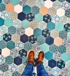What a palette. ✨👌🏼 Photo by Blue Tiles, Red Roses, Mosaic, Blues, Palette, Flooring, Stone, Ottawa Ontario, Image