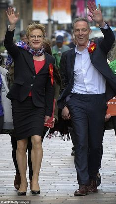 Jim Murphy and Eddie Izzard forced to flee Labour rally