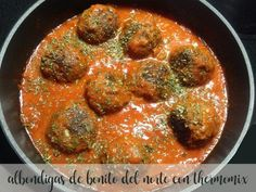 Albondigas are meatballs, often served as tapas, and usually with a tomato sauce. I like to spice mine up a little - so here's the albondigas recipe I use. Healthy Crockpot Recipes, Meat Recipes, Healthy Food, Spanish Meatballs, Kofta Curry Recipe, Mozzarella Stuffed Meatballs, Spanish Dishes, Spanish Tapas, Sauce Tomate